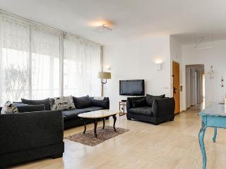 3 BR BEST LOCATION PENTHOUSE 5 MIN GORDON  BEACH, Tel Aviv