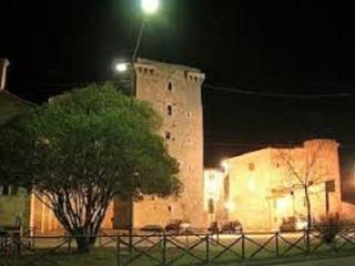 apartment in the castle with a view of Tod city, Grutti