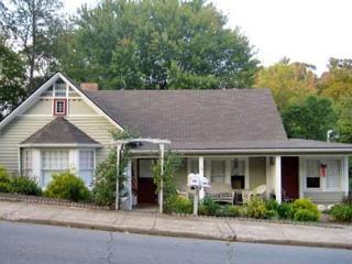 Cozy Cottage Within Walking Distance of Downtown, Waynesville