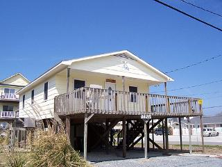 Conched Out - Charming & Colorful Cottage, Convenient Beach Access, Ocean View, Surf City