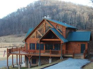 RiverTime-Upscale Riverfront Cabin near Boone & Skiing, Todd