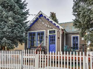 Western-chic getaway close to ski bus & town - dogs welcome!, Crested Butte