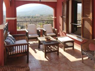 Luxurious villa with pool and WiFi, Finestrat