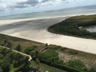 Lovely beach views from this cozy condo in gated Resort on the Gulf of Mexico, Marco Island