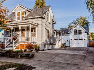 The Craftsman on Curtis - 3bd Home., Portland