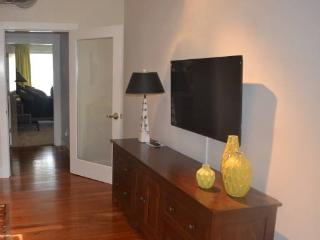 Fully Furnished 2 Bedroom, 2 Bathroom Unit in Menlo park - Bright And Spacious, Menlo Park