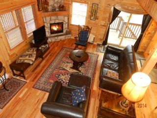 Beautiful 3 Bedroom Log House, 3 Full Baths + Loft, Lake Placid