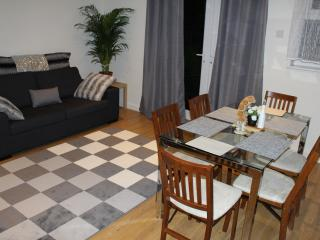 LO VELY 4 bedroom Holiday Home, London