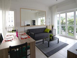 NEW Apartment with PARKING 2min to the BEACH!!!, Nice