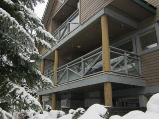 3 Bed, 2.5 Bath Townhome, Private HotTub, Sleeps 8, Whistler