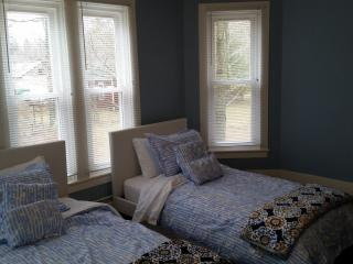 Beautiful Upgraded Family Oriented Colonial House, Hunter