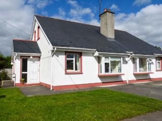 OAK COTTAGE, semi-detached, open fire, lawned garden and patio, Ballaghaderreen, Ref 927861