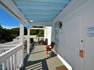 BANANA SPLIT - Full Kitchen - Pool - Private Parking. 1 Block from Duval St!, Key West