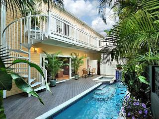 The Coral House - Historic Old Town / Seaport  - sleeps 8 - pool and parking, Key West