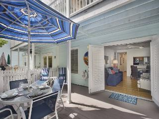 Seas the Day! Historic Old Town - Parking and Pool - Truman Annex - sleeps 4, Key West