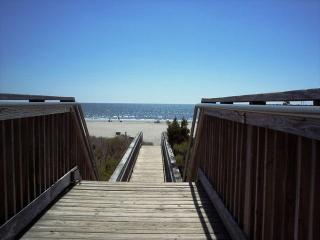 Charming 3 Bedroom Beach House, North Myrtle Beach