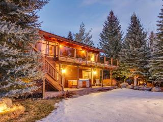 Luxurious lakefront home w/ hot tub, sauna & amenities, South Lake Tahoe