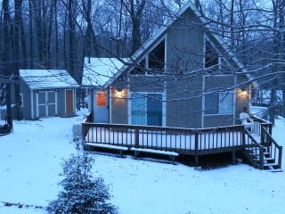 Mountain Chalet With Lots Of Charm, Pocono Lake