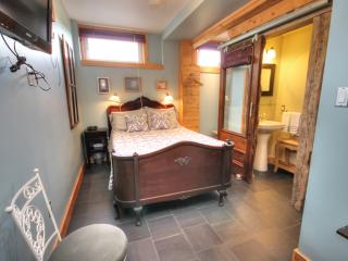 The Spring Room - Blue Tin Roof Bed & Breakfast, Antigonish