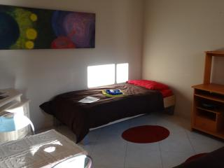 Private apartment with 2 single beds - no kitchen, Qawra