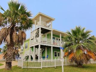 Fabulous 4 bedroom, 3.5 bath home in wonderful Royal Sands, Port Aransas
