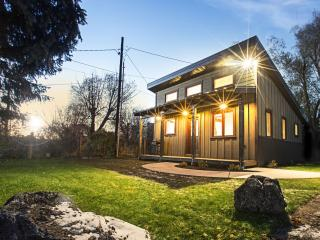 Walkability in downtown Driggs. Modern Small House