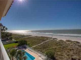 Oceanway Gulf Front Corner Penthouse Condo 2BR/2BA, Indian Rocks Beach