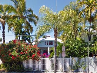 'Serenity' - Amazing Location, Private Pool, Parking, Steps to the Beach !, Key West