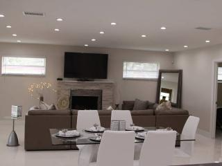 WOW NEW REMODELED MODERN HOME POOL, Hollywood