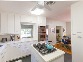 Ideal for couples or small family - great location, Fort Lauderdale