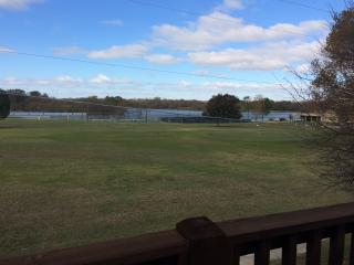 Roomy apartment on golf course in very quiet area, Denison