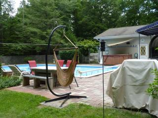 Andy's Retreat - Heated Pool, Jacuzzi, BBQ, Falmouth