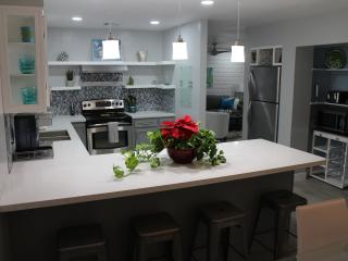 Elegant Modern / Contemporary Condo 1130 sq feet, Tempe