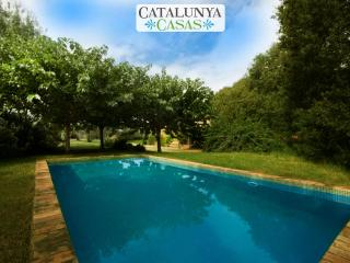 Cozy Villa Espinada with 4 bedrooms for 9 guests, tucked away in the Catalonian countryside, Espinavessa