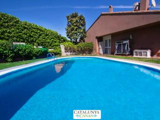 Magical 5-bedroom villa in Sant Quirze, 15 minutes from Barcelona and the beach!, Sant Quirze del Valles