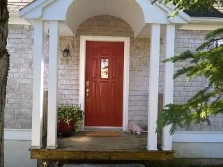 Adorable & Affordable Cape Cod, Steps from Harbour, Chester