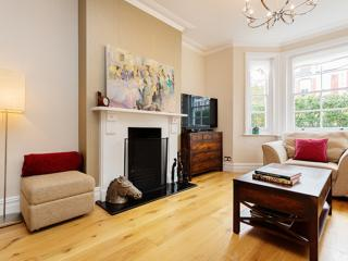 5-bedroom house with garden in Fulham, Micklethwaite Road, London