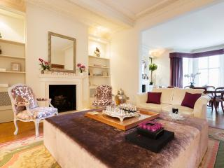 Majestic 5 bedroom home with landscaped garden in Holland Park, London