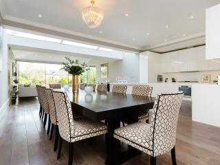 Grand Four/Five Bedroom Home on Highlever Road, Notting Hill, London