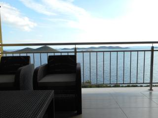 Apartment AP5 with beautiful view near the beach, Drage