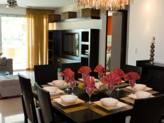 Charming luxury  2 Bedroom Condo in downtown Playa, Playa del Carmen