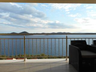 Apartment AP7 with beautiful view near the beach, Drage
