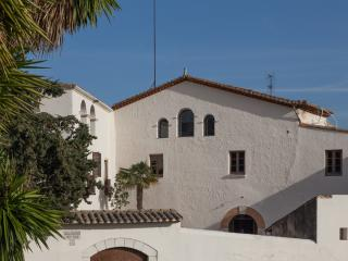 Modern luxury meets history, minutes from beach, Sitges