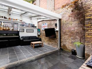 Delightful 4 bed mews house, Drayson Mews, Kensington, London