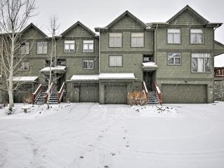 Spacious 4BR Frisco Townhouse w/Fireplace and Hot Tub on Lake Dillon, 10 Min to Copper Mountain, Breckenridge, Keystone & A-Basin