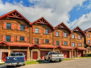 Exceptional 5BR Ski-In/Ski-Out Snowshoe Townhome w/Wifi, 8-Person Hot Tub, Private Deck & Beautiful Mountain Views - Beginner Ski Slope Access Just 100 Feet Away!