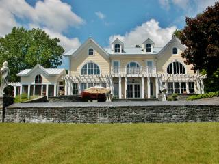 'Bassinova-on-Hudson' Elegant 5BR Estate on the Hudson River w/Infinity Pool, Spa, Private Beach, & More - Perfect for Weddings & Special Events!, Athens
