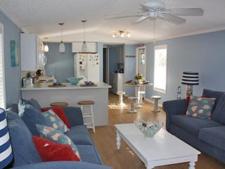 Serene 2BR Key Largo Home - Prime Location w/Easy Access to Boat Ramp, Fishing, Snorkeling, State Parks, Beaches & More!