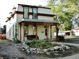 Gorgeous 3BR Victorian Salida House w/Wifi, Huge Patio & Sweeping Mountain Views - Walking Distance to Downtown & Minutes to Skiing, River Rafting & More!