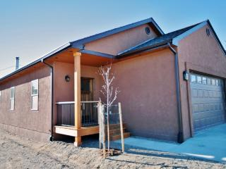Immaculate 3BR Buena Vista Home w/Wifi & High Quality Decor - Located in a Historic Area, One Block from Main Street & Close to Outdoor Activities!